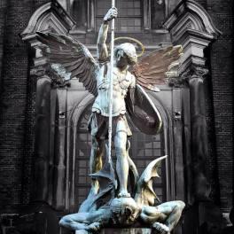 Satanás (1)